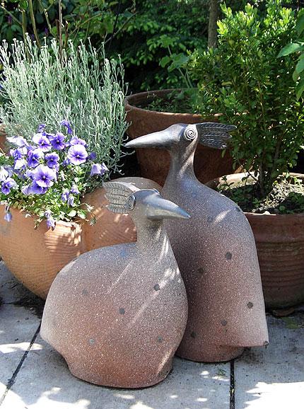 Pfauenvögel gartenkeramik von margit hohenberger