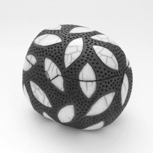 keramik dosen galerie margit hohenberger keramik kunst. Black Bedroom Furniture Sets. Home Design Ideas