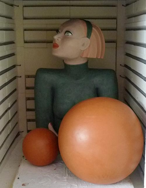 Büste Keramikfiguren im Brennofen