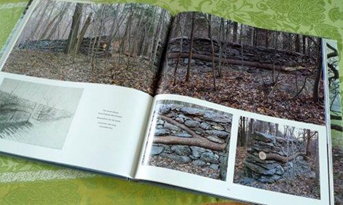 Stein und Holz-Mauer von Andy-Goldsworthy
