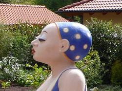 Lustige Gartenfiguren - die Schwimmerin