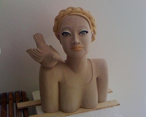 Büste - Frau mit Vogel