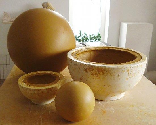 gartenkugeln gr er sch ner wirkungsvoller keramik. Black Bedroom Furniture Sets. Home Design Ideas
