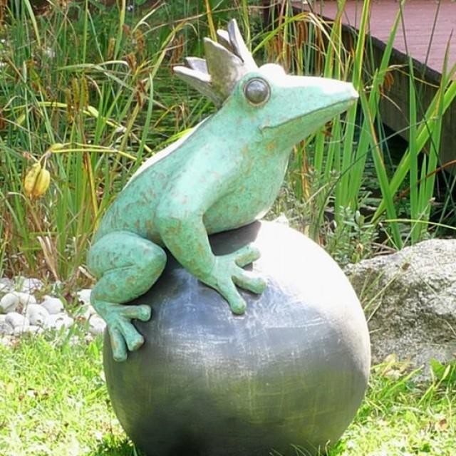 Froschkönig Gartenfigur