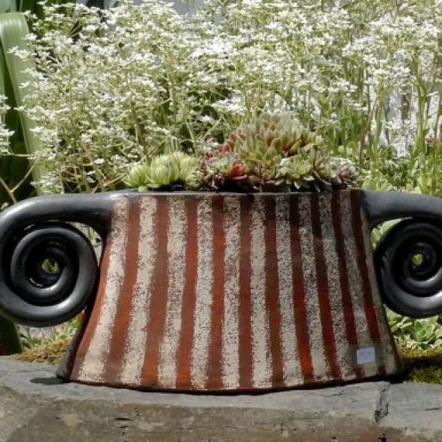 Pflanzgefäß aus Ton von Margit Hohenberger