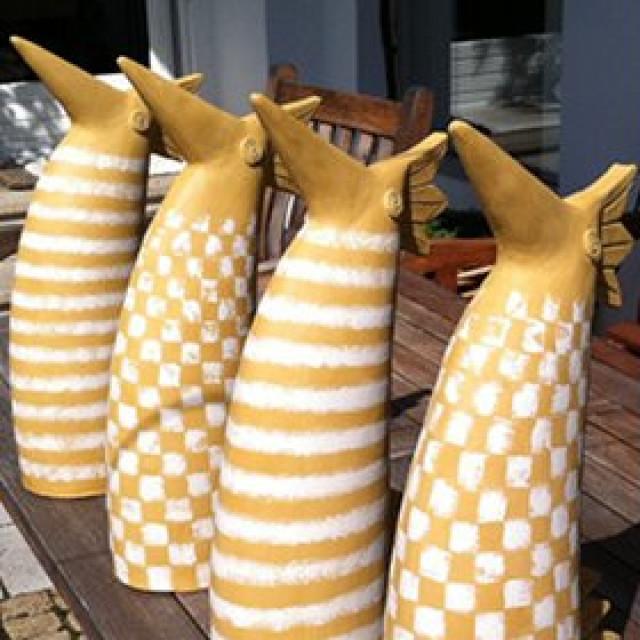 Keramikvögel im Sonnenbad