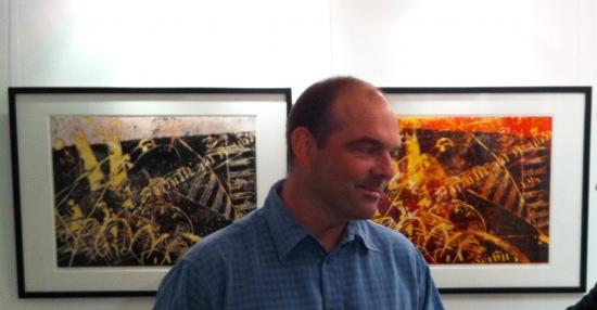 Eric Seidel vor seinen Arbeiten - im Gespräch...