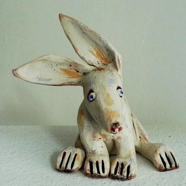 Tierfiguren aus Ton - ein Osterhase
