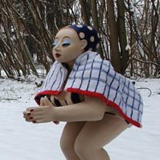 Die Schwimmerin im Schnee