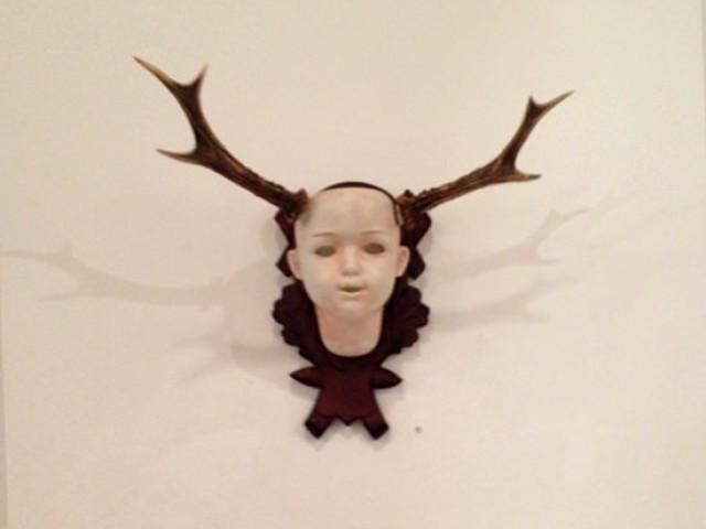 Puppenkopfobjekt von Tobias Ott