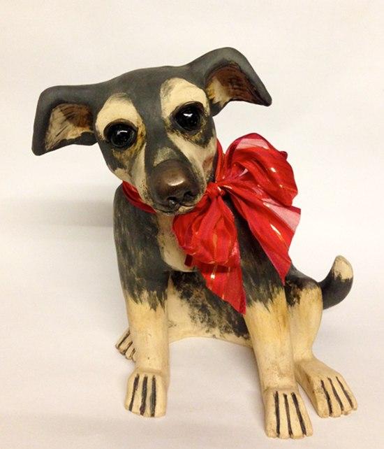 Hundefigur aus Keramik