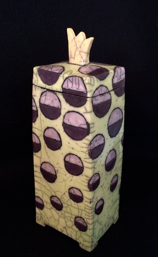 Keramik Krone: Popart Raku mit goldener Krone