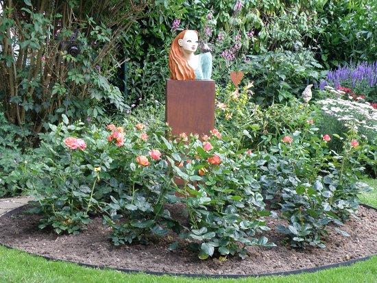 Rosenmädchen Gartenkeramik Büste