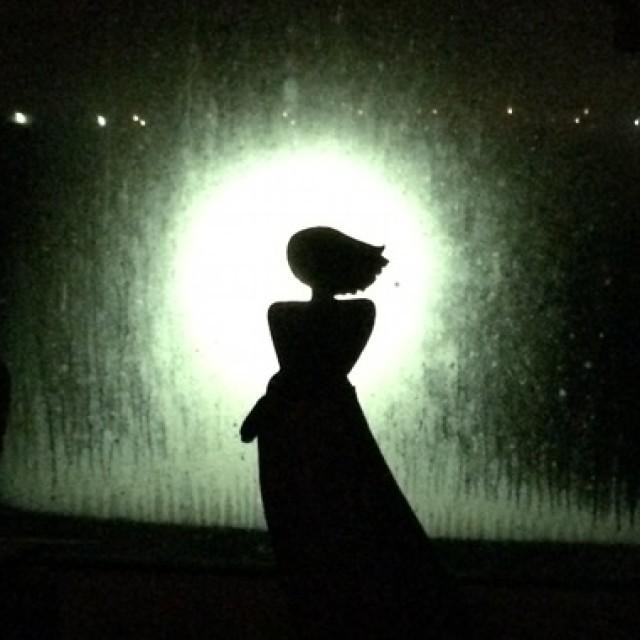 Sinnliche Keramik Figur im Morgengrauen…