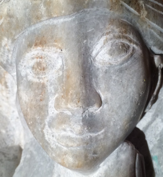 hoffnungsvoller-blick-in-skulptur-wolfgang-stefan