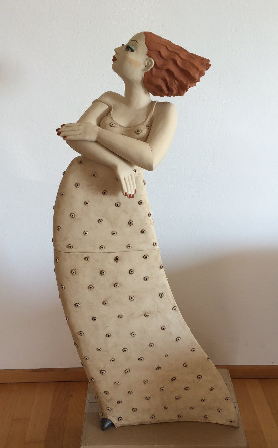 Skulptur Frau aus Keramik - die große Milva