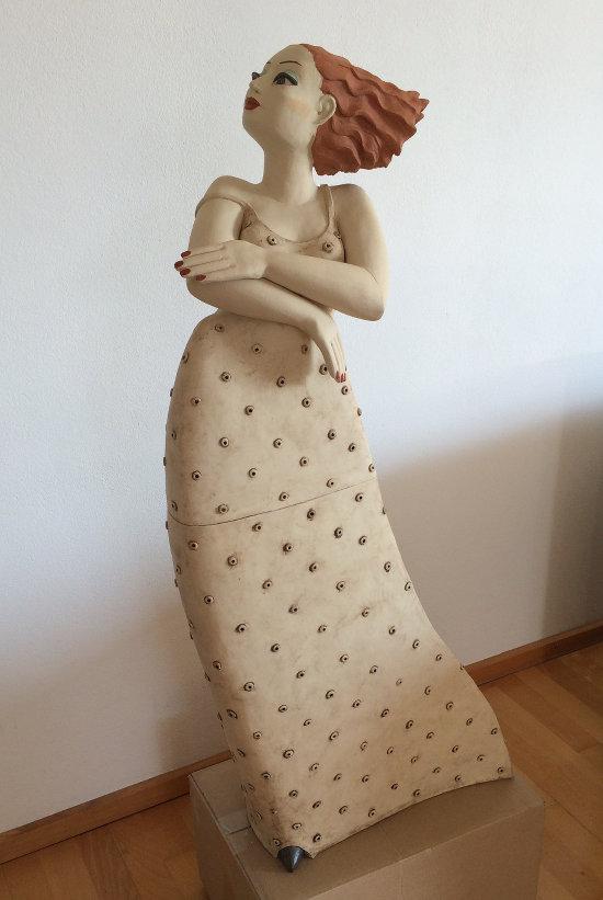 die große Milva - Skulptur Frau