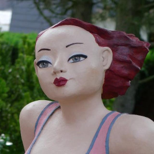 Gartenfigur mollige Frau in Pink!