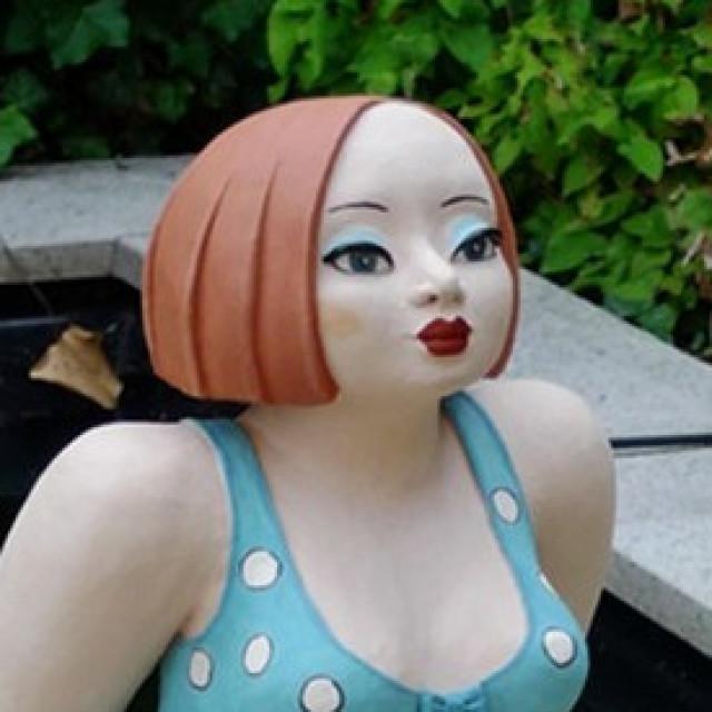 Keramikfigur Luise mit neuer Frisur