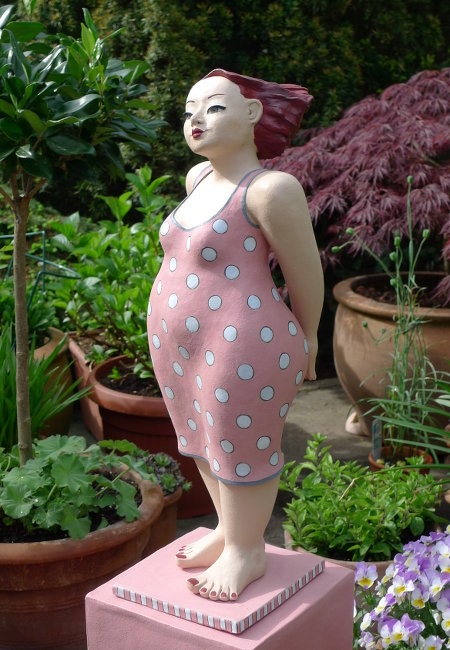 pink-lady-gartenfigur