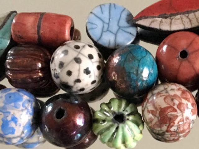 Bunte Keramikperlen
