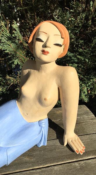 Gartenfigur junges Mädchen sitzend