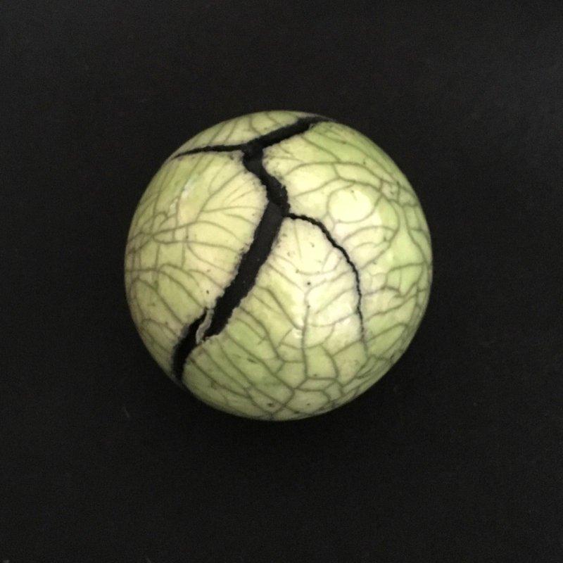 Raku Keramikkunst grüne Kugel